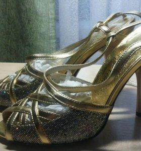 Новые туфли р 35