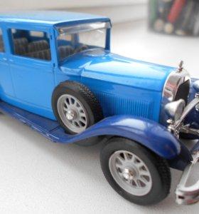 Модель машины 30-х годов.