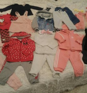 Пакет с одеждой и обувью для девочки.