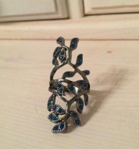 Кольцо черное с синими камнями