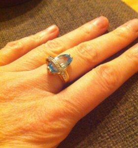 Золотое кольцо с топазом и брилиантами