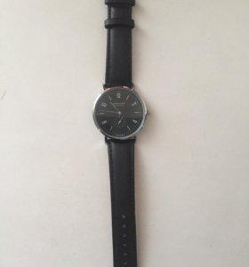 Часы Nomos