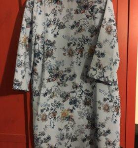 Платье Страдивариус голубое с принтом