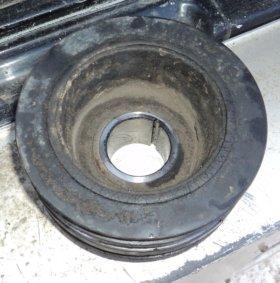 шкив коленвала Nissan Mistral 1995, кузов R20
