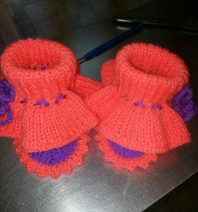 Вязаные детские пинеточки , носочки.