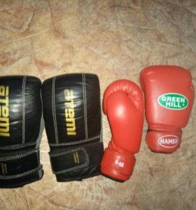боксерские перчатки две пары , снаряд и ринговые