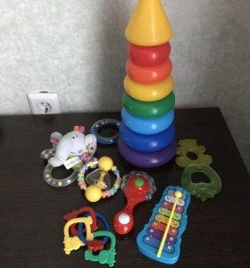 Игрушки погремушки для малыша