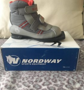Лыжные ботинки новые.32-34 размер