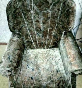 Кресло мягкое в хорошем состоянии