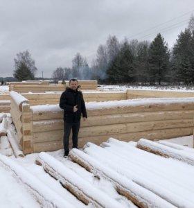 Сруб дома и бани из зимнего леса