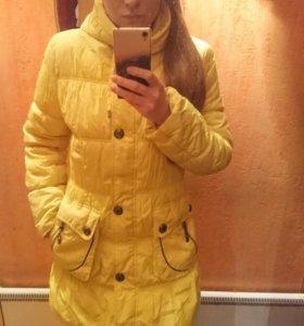 Жёлтый тёплый пуховик