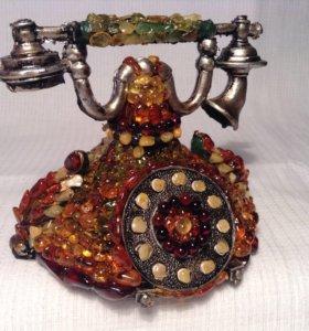 Ретро- телефон в янтаре