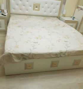 Кровать и 2 прикроватные тумбочки