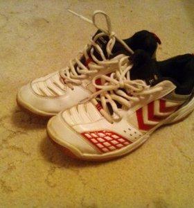 Кроссовки для бадминтона или тенниса