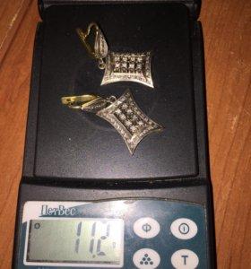 Серьги золотые с бриллиантами.