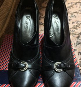Туфли чёрные. 37 размер.