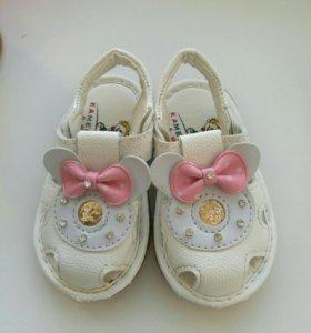 Красивые и стильные босоножки, сандалии, сандалики