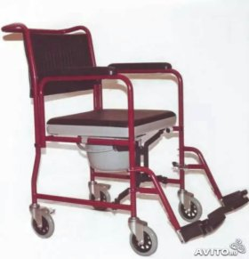 Кресло каталка с санитарным устройством.
