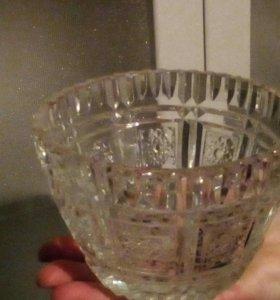 Хрустальная вазочка.