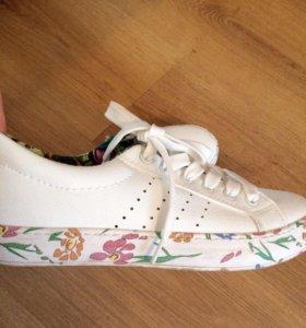 Женскии кроссовки