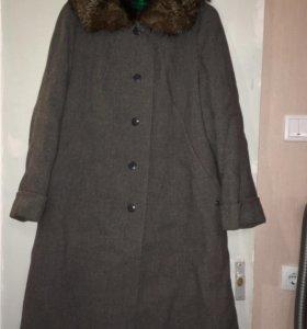 Пальто демисезон с меховым воротником