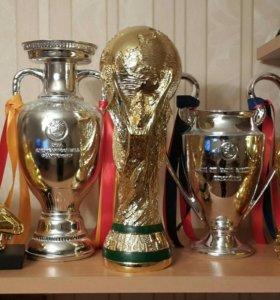 Футбольные кубки и трофеи УЕФА