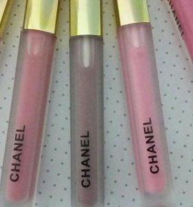 Блеск для губ Chanel.