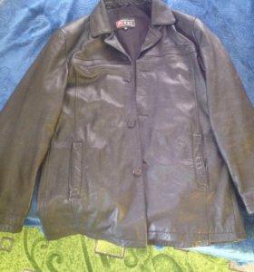 Коженная пальто почти новая