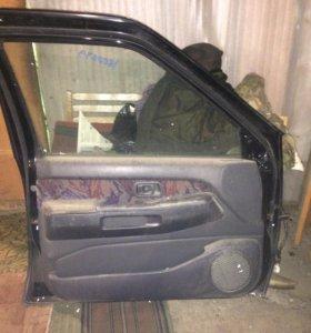 Дверь пассажирская передняя