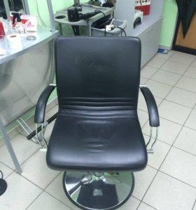Парикмахерские зеркала и кресла