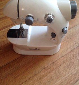 Миниатюрная швейная машинка