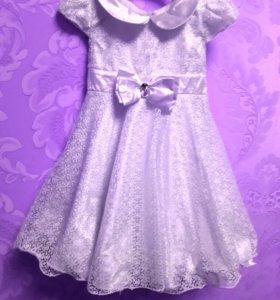 Платье белое праздничное