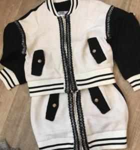 Продам новый тёплый костюм Moschino