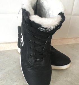 Кроссовки зимние женские