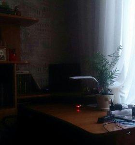 Угловой компьютерный и письменный столик