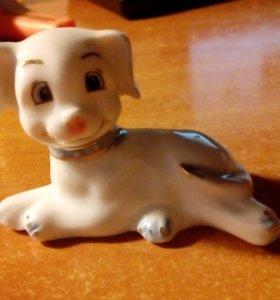 фарфоровая фигурка собаки