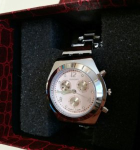 Часы кварцевые в подарочной упаковке. Новые!