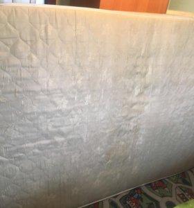 Матрас на 2х спальную кровать.Б/у  1.4х2