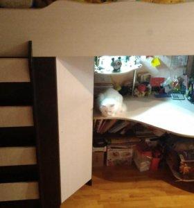 Детский уголок (кровать стол шкаф, матрац).