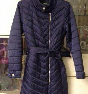 Продам новую куртку размер 42 (s)
