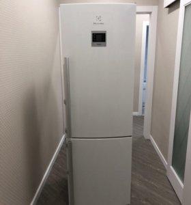 Холодильник Electrolux EN3481AOW