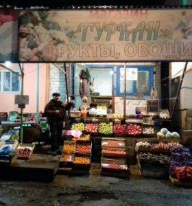 Продовец овощи фрукты