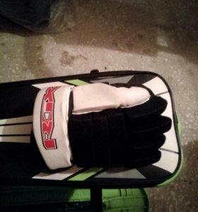 краги(хоккейные перчатки)