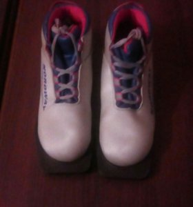 Лыжи. Палки для лыж. Ботинки для лыж