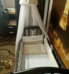 Детская кроватка с матрасом, бортиками и балдахино