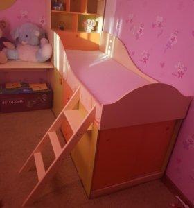 Кровать и мебель детская