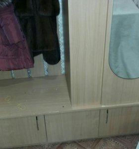 Шкаф для призожей,стол обеденный 4 стула