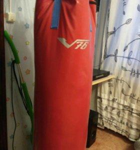 Боксерскпя груша и перчатки