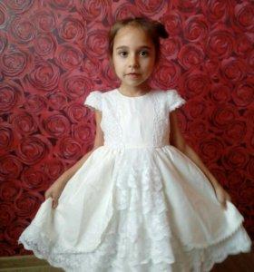 Шикарное, фирменное платье на девочку