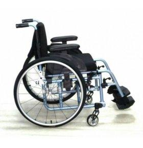 Кресло-коляска для инвалида.